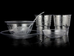 使用一次性水晶餐具,让您畅享安全健康美食!
